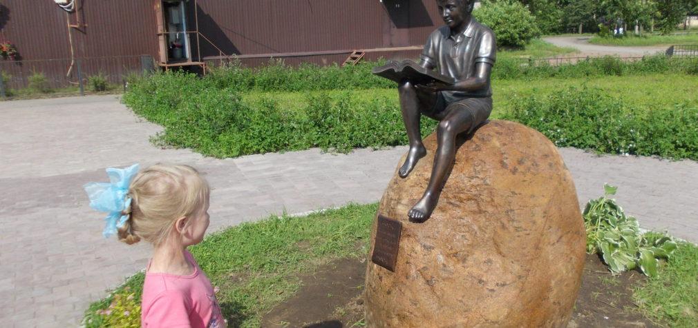 Токсово: «Читающий мальчик» и рыцари