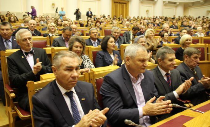 В торжествах приняли участие главы территориальных организаций отраслевых профсоюзов, входящих в ЛФП.