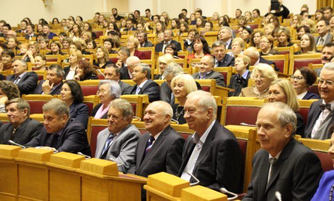 Почетные гости на торжественном заседании ученого совета СПбГУП.