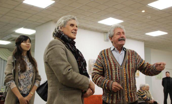 Василий Гусаров (крайний справа) с коллегами