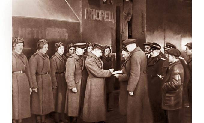 Передача Красной Армии бронепоезда, построенного на Ижорских заводах