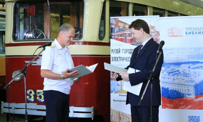 Директор Музея городского электрического транспорта Кирилл Нюквист и Валентин Сидорин