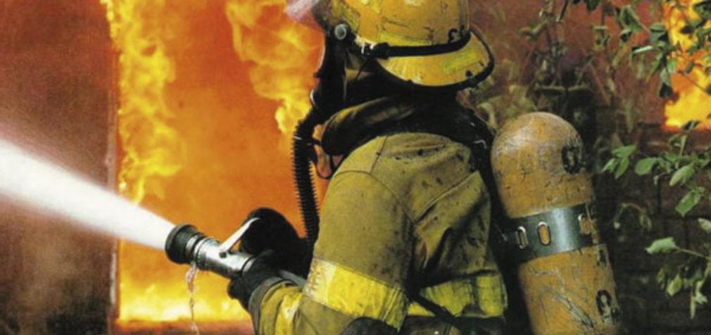 Пожарные из Тихвина получили компенсацию за работу в праздничные дни