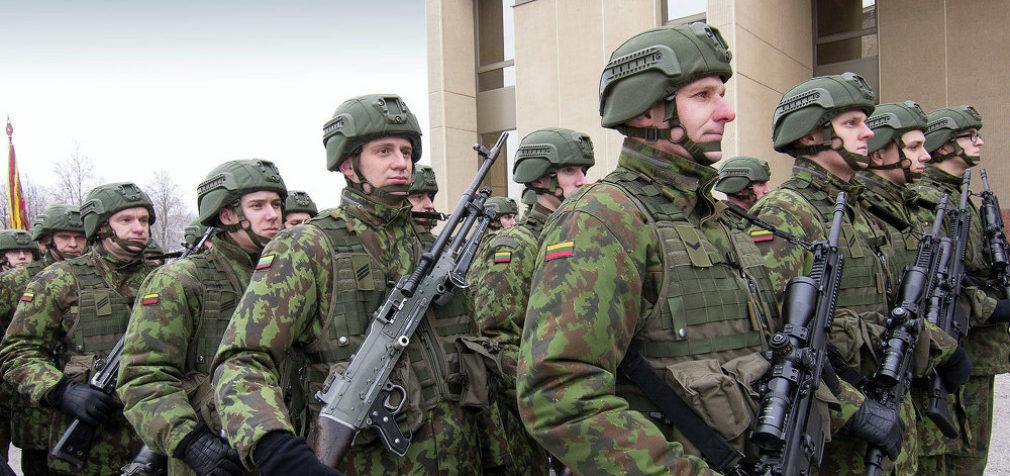 Литва: зарплаты военнослужащих повысят