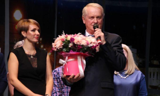 Виктор Флоцкий поздравляет Марину Дмитриеву