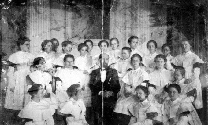 Воспитанницы Ксениинского института