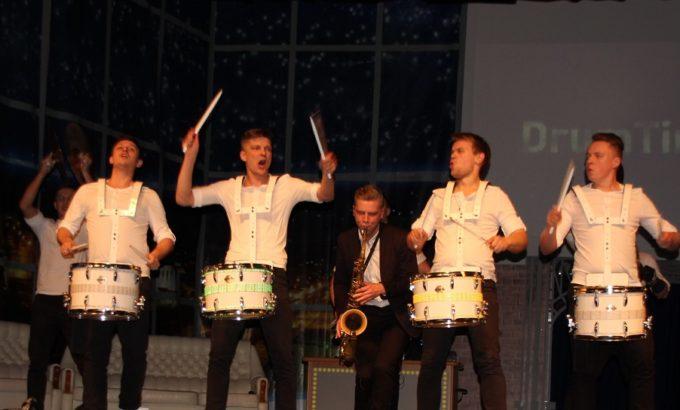 Зажигают участники известного барабанного шоу Drum Time