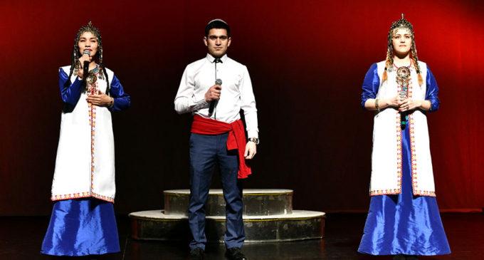 Петербургские студенты объясняются в любви языком восточной поэзии