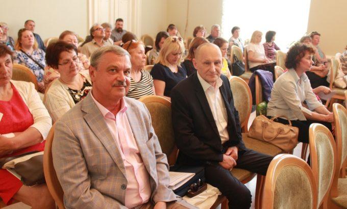 Юрий Деркач справа, вместе с председателем Северо-Западной территориальной организации Профсоюза работников водного транспорта Михаилом Шаровым.