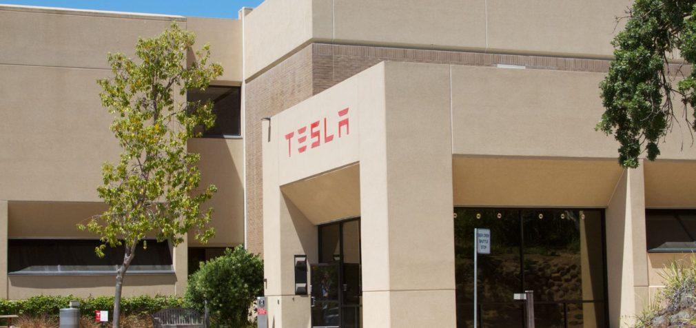 США: Tesla планирует массовые сокращения