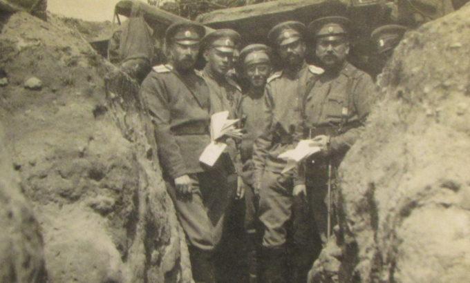 командир Лейб-гвардии второго стрелкового полка генерал Э.А. Верцинский (крайний справа) с офицерами, 1914 год