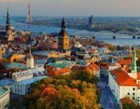 Латвия: скорая помощь с черной ленточкой