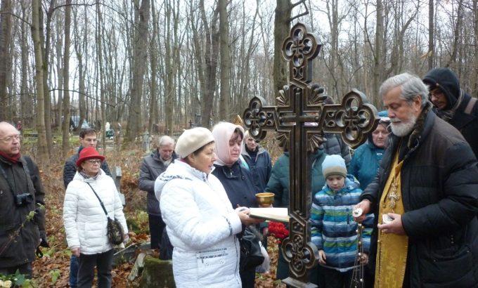 Смоленское кладбище. Панихида на могиле поручика Цветницкого