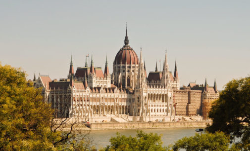 Венгрия: профсоюзы против «закона о рабстве»