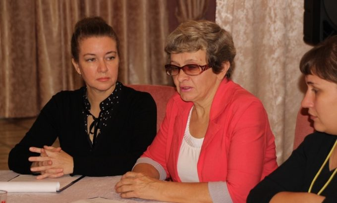 Ольга Смирнова (в центре)
