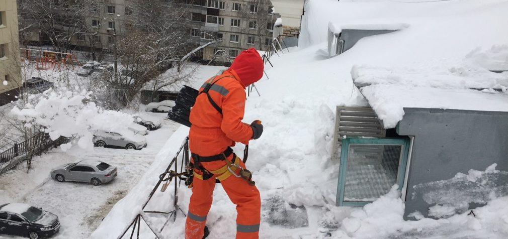 Очистка крыш от снега: безопасность превыше всего!