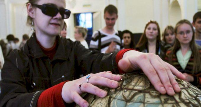 Двадцать музеев Петербурга дадут работу гидам с инвалидностью