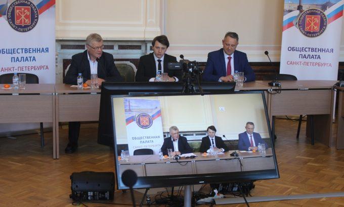 Владимир Дербин (слева) в числе спикеров семинара