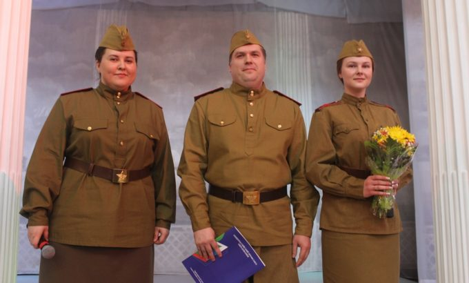 Андрей Шевляков (в центре) и Анна Бажанова (слева).