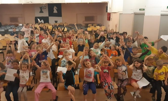 Занятие в хоровой студии. Фото руководителя кружка - музыкального педагога Ирины Афанасьевой.
