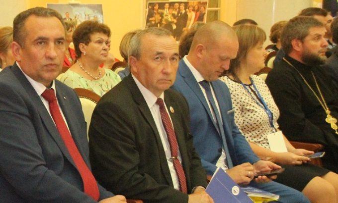 Андрей Кашаев (второй слева) во время заседания Педагогического совета.
