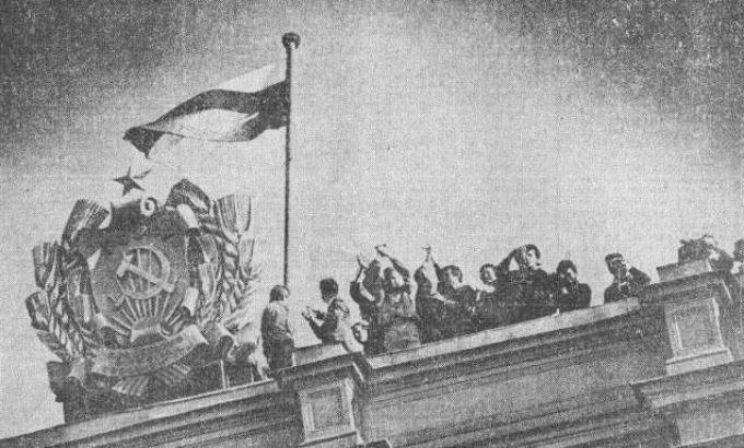 Санкт-Петербург, 22 августа 1991 года. Подъем флага над Мариинским дворцом