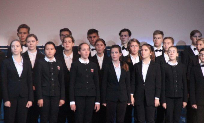 Хор учеников Гимназии № 56 исполнил гимн Санкт-Петербурга
