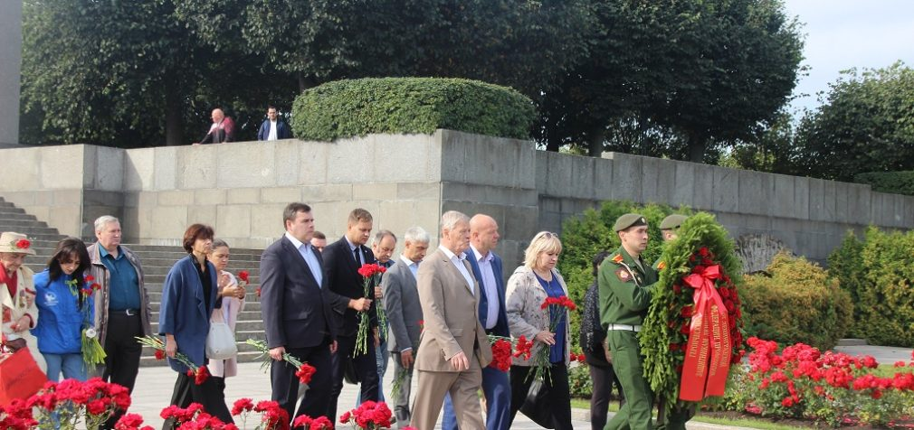 Храня память о подвиге Ленинграда
