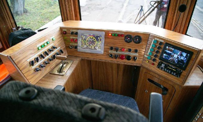 А вот кабина водителя оборудована по последнему слову техники. Фото СПб ГУП «Горэлектротранс»