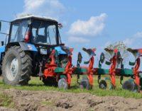 Труженики АПК: остаемся в поле и на ферме!