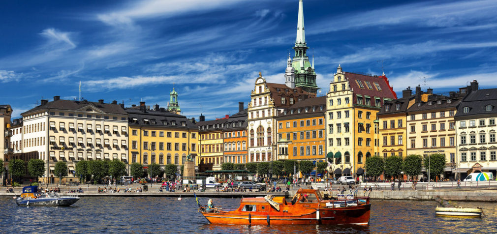 Швеция: люди сидят дома и стремятся работать удаленно