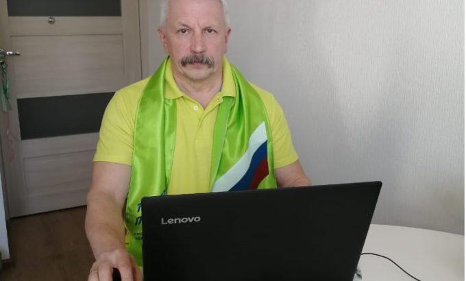 Александр Афанасьев работает из дома