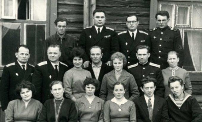 На Северном флоте. Антонина Фомичева во втором ряду в центре.