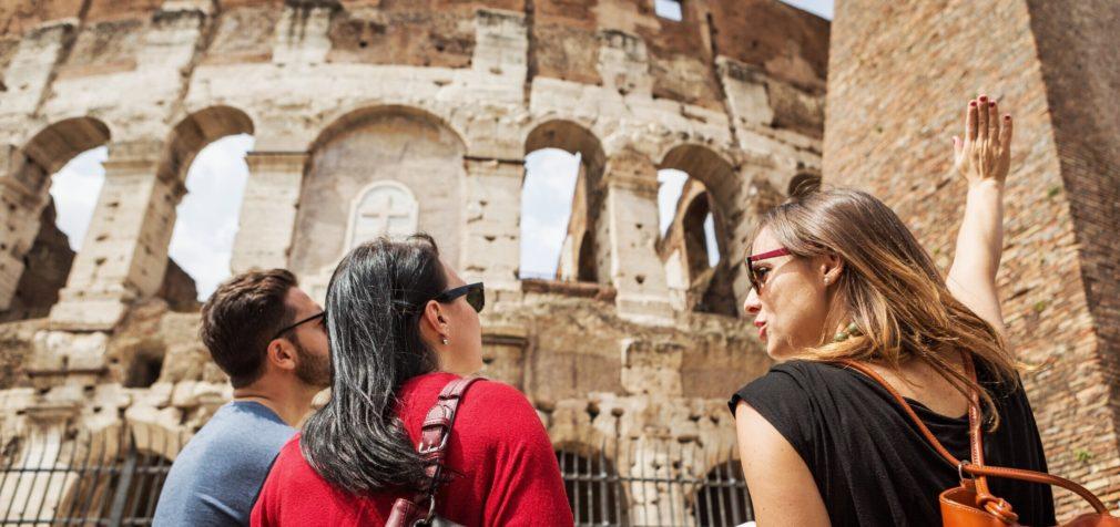 Италия: гиды оделись в черное