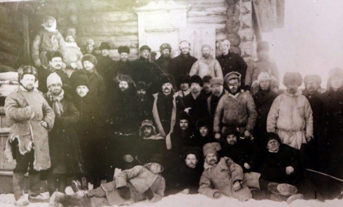 Группа ссыльных профсоюзных работников. 1907 год.