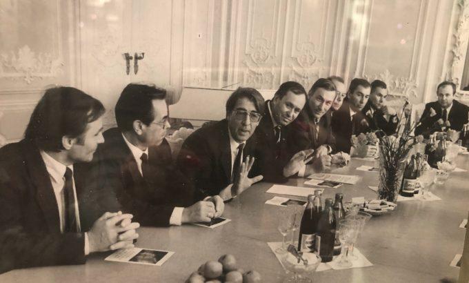 На фото - председатель ЛОСПС в 1986 - 1991 годах Владислав Иванович Коржов во время встречи с иностранной профсоюзной делегацией во Дворце Труда.