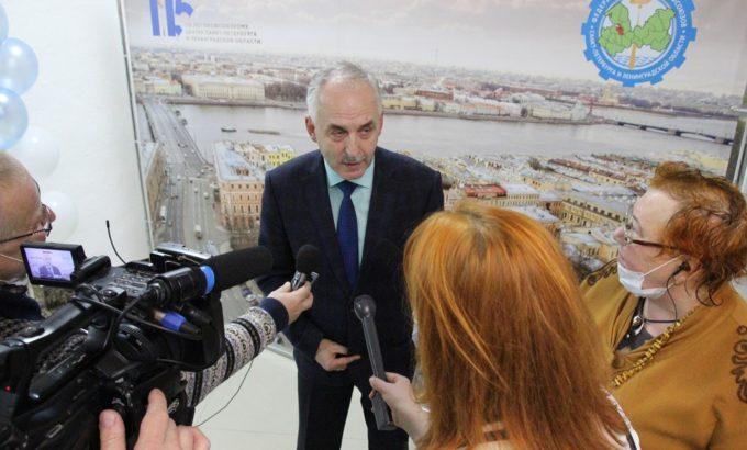 Юрий Подлужный рассказывает о своей работе журналистам