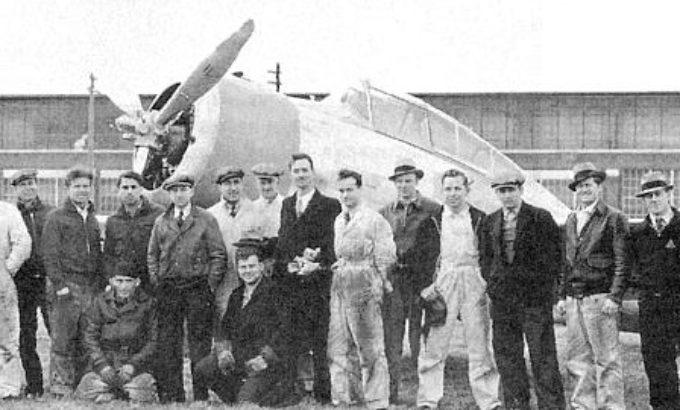 Сотрудники компании у самолета SEV-3