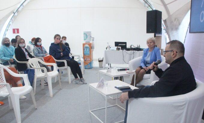 Александр Шершуков и Ольга Федулова на встрече с профсоюзной молодежью.